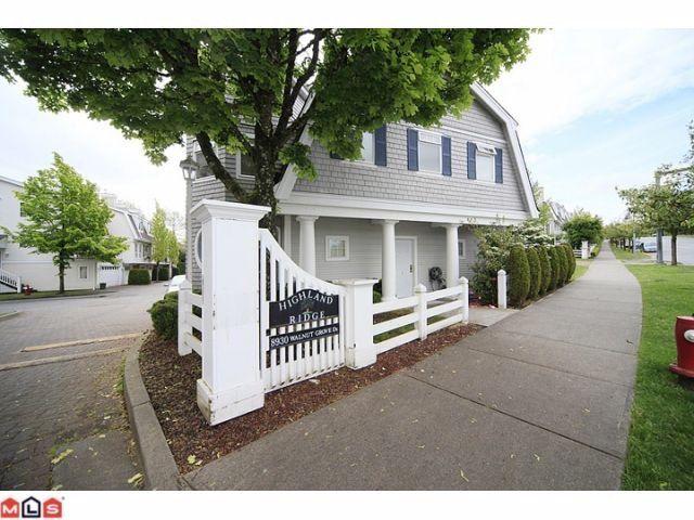 "Main Photo: 50 8930 WALNUT GROVE Drive in Langley: Walnut Grove Townhouse for sale in ""HIGHLAND RIDGE"" : MLS®# F1226055"