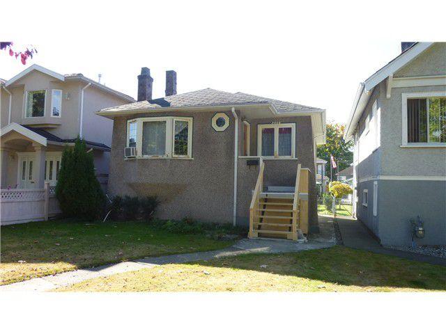 "Main Photo: 2860 KITCHENER Street in Vancouver: Renfrew VE House for sale in ""RENFREW"" (Vancouver East)  : MLS®# V971996"