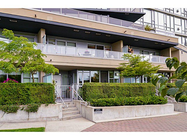 """Main Photo: 107 8 SMITHE MEWS Mews in Vancouver: Yaletown Townhouse for sale in """"THE FLAGSHIP"""" (Vancouver West)  : MLS®# V1075648"""