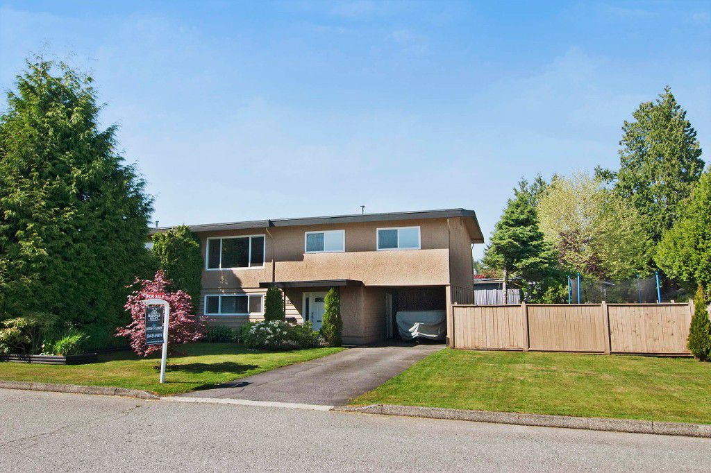 Main Photo: 1195 FRASER Avenue in Port Coquitlam: Birchland Manor House 1/2 Duplex for sale : MLS®# V1007360
