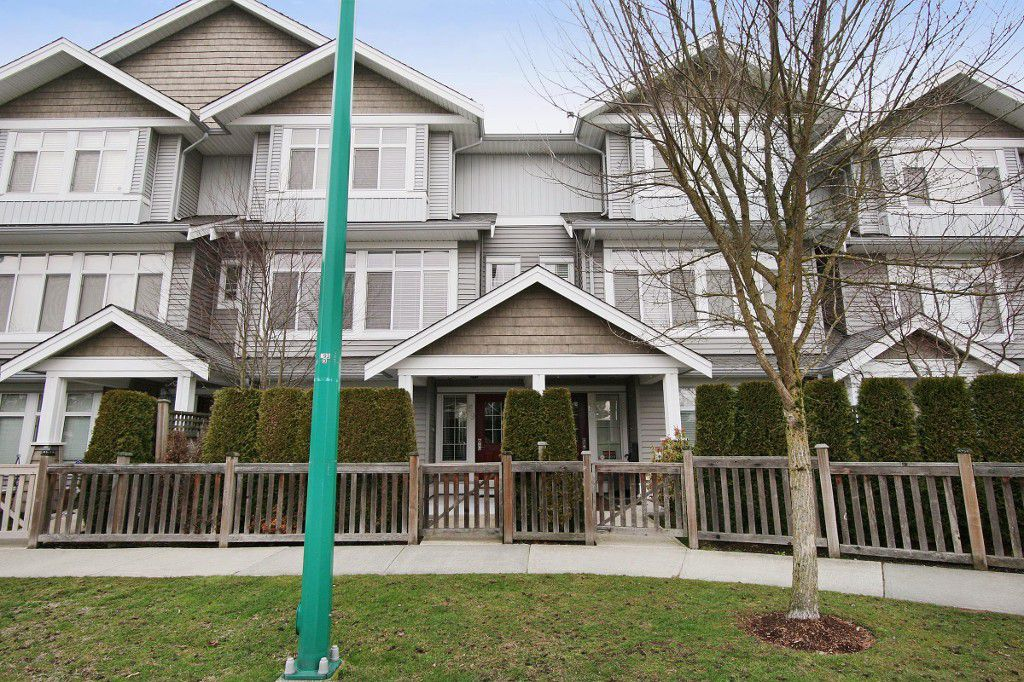 Main Photo: 59 19330 69 Avenue in Surrey: Clayton Townhouse for sale (Cloverdale)  : MLS®# F1405541