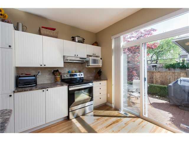 Photo 5: Photos: 212 E 10TH ST in North Vancouver: Central Lonsdale Condo for sale : MLS®# V1061557