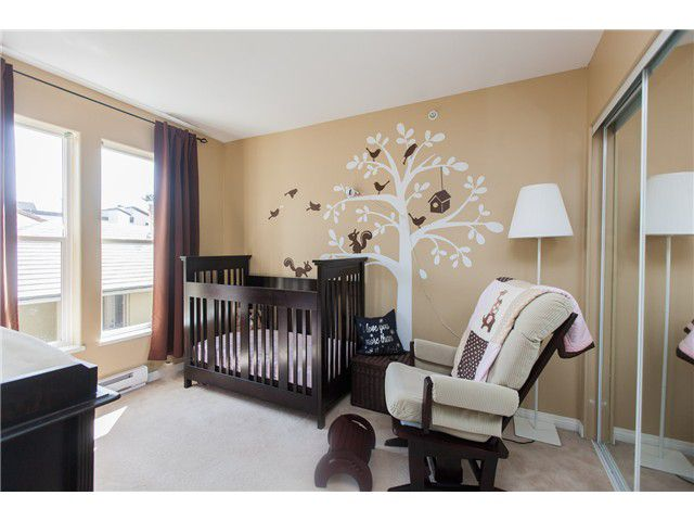 Photo 8: Photos: 212 E 10TH ST in North Vancouver: Central Lonsdale Condo for sale : MLS®# V1061557