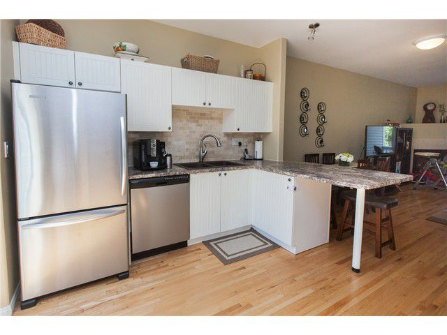 Photo 17: Photos: 212 E 10TH ST in North Vancouver: Central Lonsdale Condo for sale : MLS®# V1061557
