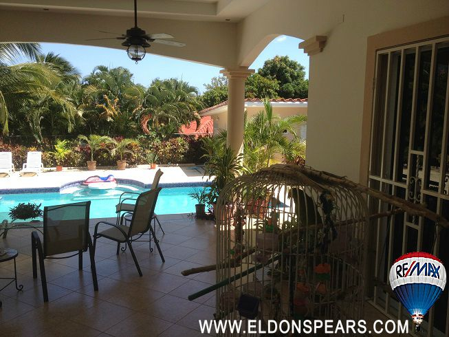 Beautiful home for sale in Coronado - Patio area and large pool