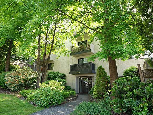 Main Photo: 303 240 Mahon Ave in North Vancouver: Lower Lonsdale Condo for sale : MLS®# V1069394