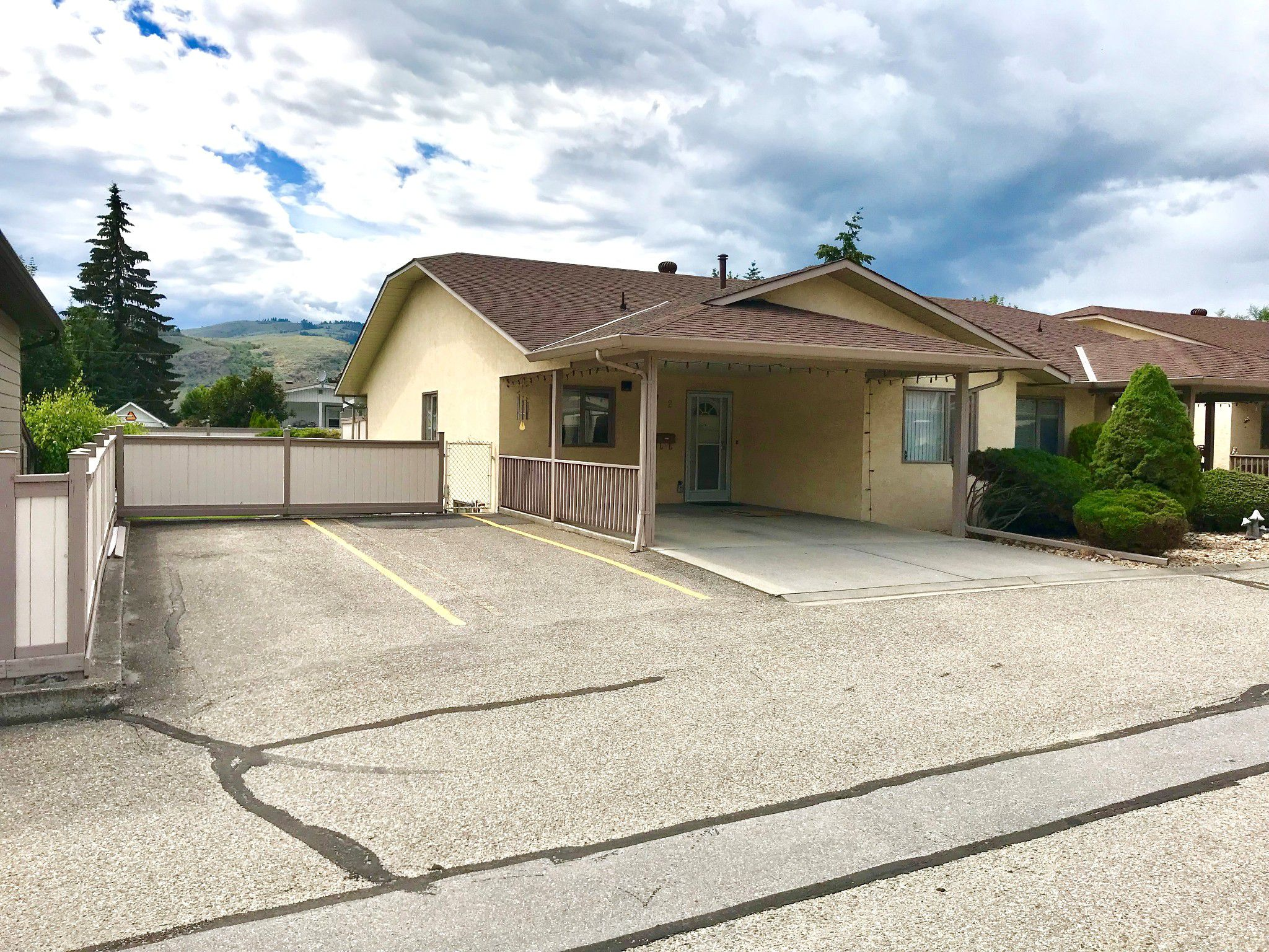Main Photo: 2 2107 43rd Avenue in Vernon: Harwood House for sale (North Okanagan)  : MLS®# 10163407