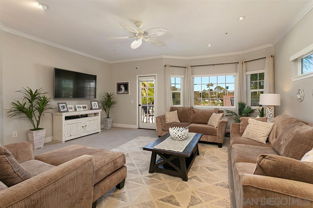 Main Photo: OCEANSIDE House for sale : 3 bedrooms : 913 Vine St.