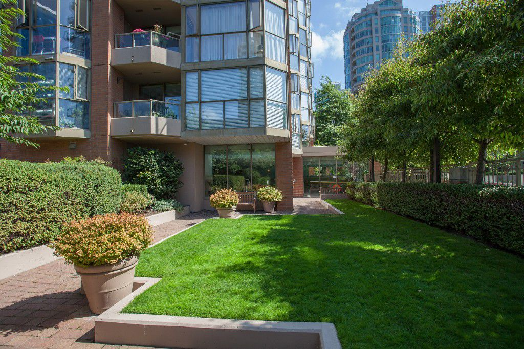 Main Photo: #401 888 Pacific St in Vancouver: Yaletown Condo for sale (Vancouver West)  : MLS®# V1037672