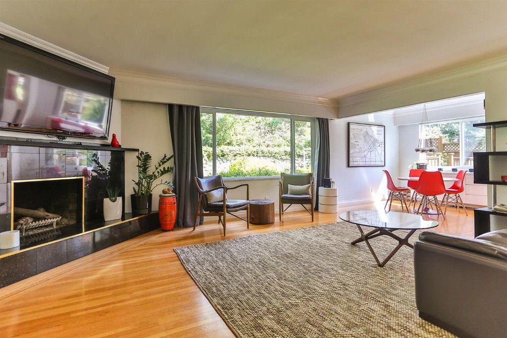 6318 Marine - Living Room