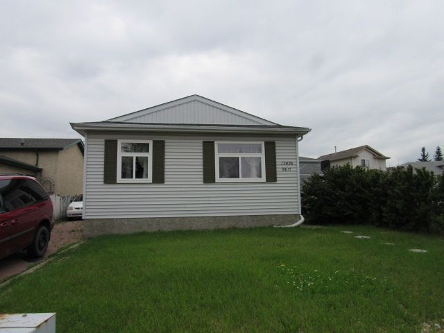 Main Photo: 17436 96 Street in Edmonton: House for rent