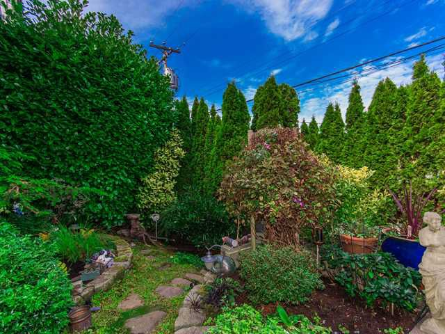 """Main Photo: B2 1855 W 10TH Avenue in Vancouver: Kitsilano Townhouse for sale in """"TENNYSON MEWS"""" (Vancouver West)  : MLS®# V974101"""