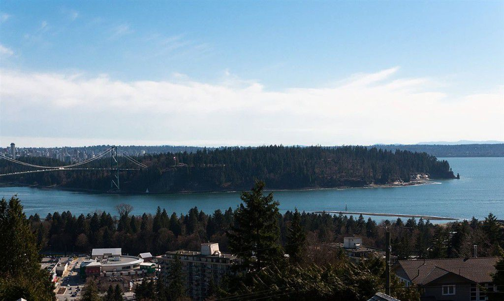 Main Photo: 853 Younette Drive in West Vancouver: Sentinel Hill House for sale : MLS®# R2001492