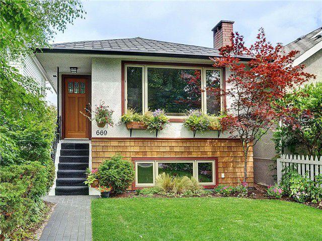 "Main Photo: 669 E 31ST Avenue in Vancouver: Fraser VE House for sale in ""FRASER"" (Vancouver East)  : MLS®# V969089"