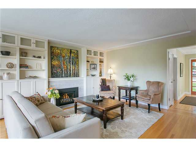Photo 3: Photos: 4631 CEDARCREST AV in North Vancouver: Canyon Heights NV House for sale : MLS®# V1115330