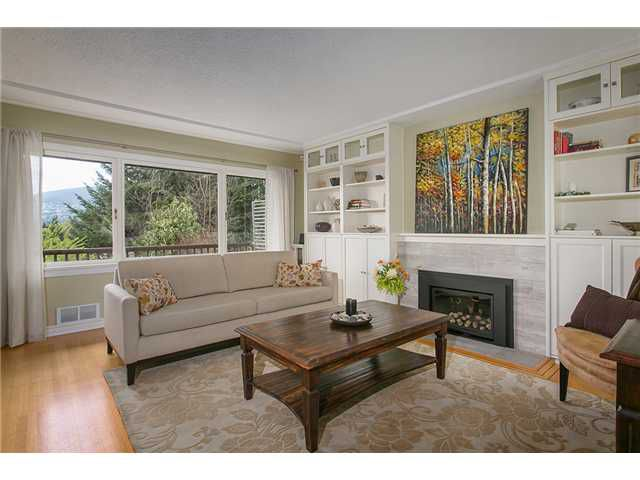 Photo 2: Photos: 4631 CEDARCREST AV in North Vancouver: Canyon Heights NV House for sale : MLS®# V1115330