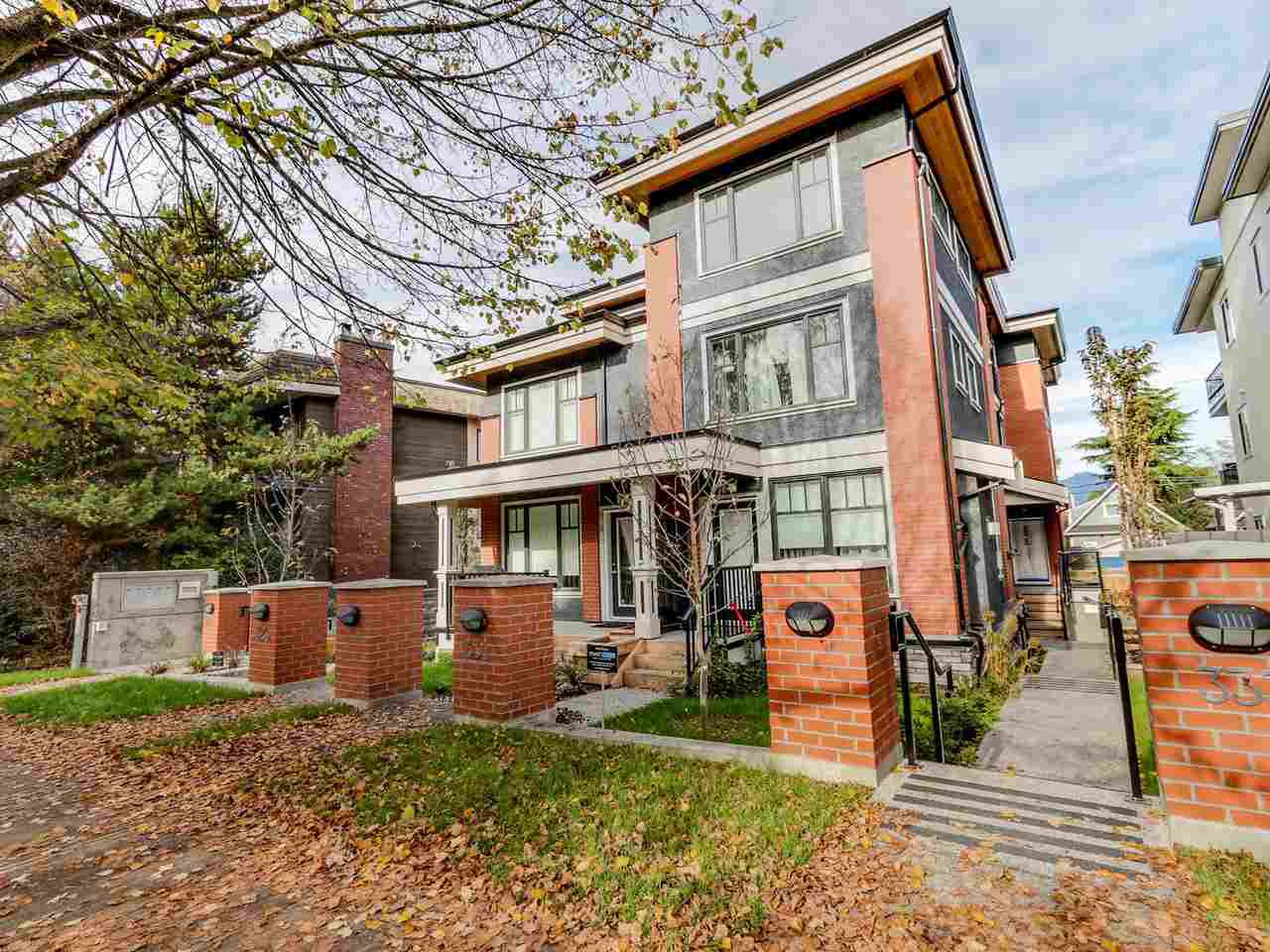 Main Photo: 327 E 7TH AVENUE in Vancouver: Mount Pleasant VE Townhouse for sale (Vancouver East)  : MLS®# R2011479