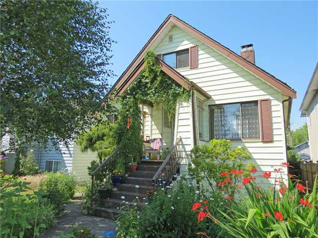 """Main Photo: 2267 NAPIER Street in Vancouver: Grandview VE House for sale in """"""""The Drive"""""""" (Vancouver East)  : MLS®# V965818"""