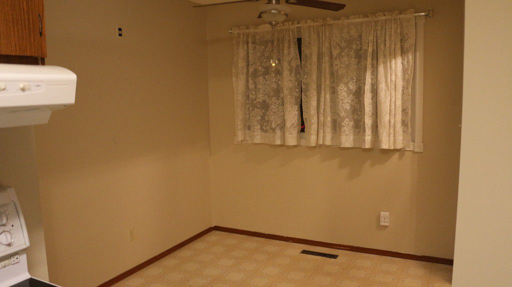 Photo 3: Photos: 767 Sheppard Street in Winnipeg: Single Family Attached for sale (Maples)  : MLS®# 1429333