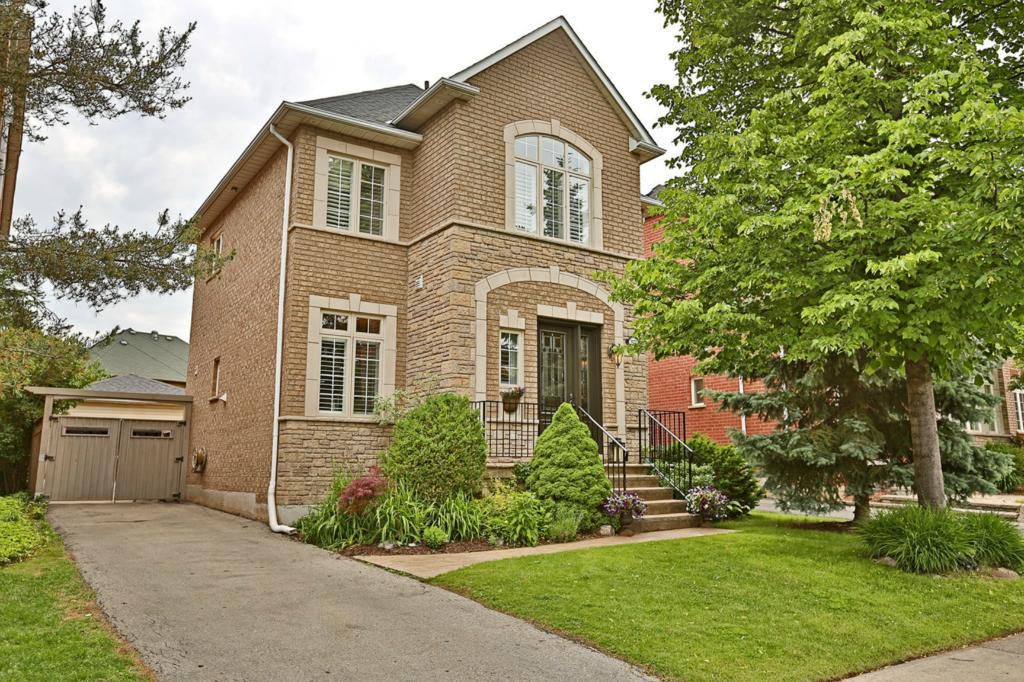 Main Photo: 2572 Castle Hill Cres in : 1015 - RO River Oaks FRH for sale (Oakville)  : MLS®# OM2088905