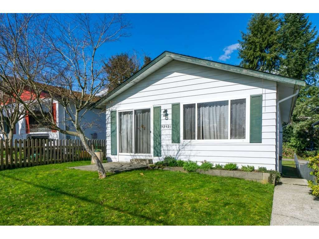 Main Photo: 32921 2ND AVENUE in Mission: Mission BC House for sale : MLS®# R2077295