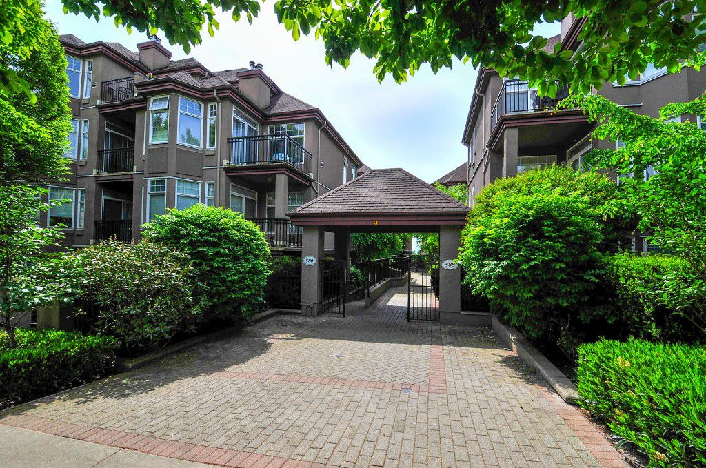 Main Photo: 305 580 TWELFTH STREET in New Westminster: Uptown NW Condo for sale : MLS®# R2062585