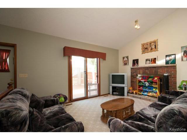 Photo 7: Photos: 3 Pekary Place in WINNIPEG: East Kildonan Single Family Detached for sale (North East Winnipeg)  : MLS®# 1412501