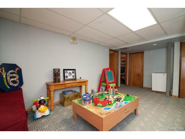 Photo 13: Photos: 3 Pekary Place in WINNIPEG: East Kildonan Single Family Detached for sale (North East Winnipeg)  : MLS®# 1412501