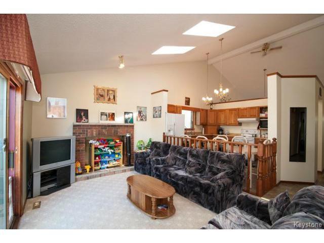 Photo 8: Photos: 3 Pekary Place in WINNIPEG: East Kildonan Single Family Detached for sale (North East Winnipeg)  : MLS®# 1412501