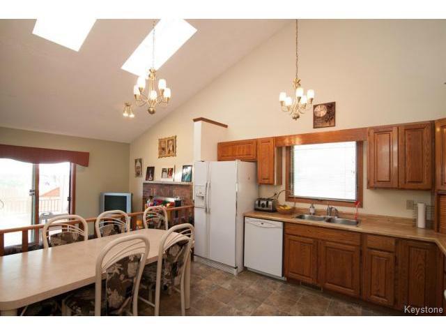 Photo 5: Photos: 3 Pekary Place in WINNIPEG: East Kildonan Single Family Detached for sale (North East Winnipeg)  : MLS®# 1412501