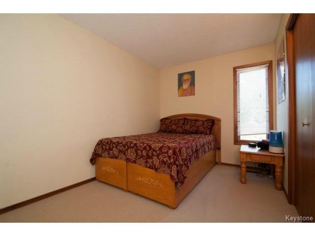 Photo 11: Photos: 3 Pekary Place in WINNIPEG: East Kildonan Single Family Detached for sale (North East Winnipeg)  : MLS®# 1412501