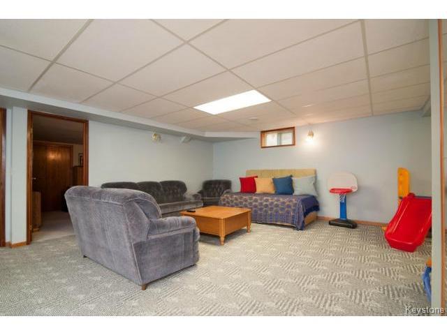 Photo 12: Photos: 3 Pekary Place in WINNIPEG: East Kildonan Single Family Detached for sale (North East Winnipeg)  : MLS®# 1412501
