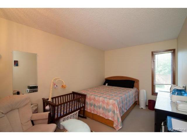 Photo 10: Photos: 3 Pekary Place in WINNIPEG: East Kildonan Single Family Detached for sale (North East Winnipeg)  : MLS®# 1412501