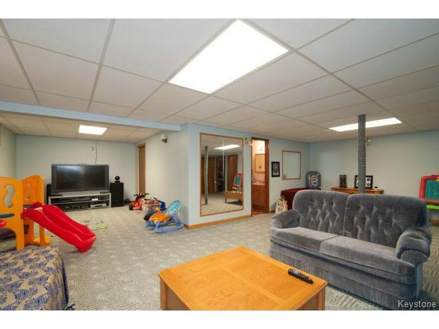 Photo 14: Photos: 3 Pekary Place in WINNIPEG: East Kildonan Single Family Detached for sale (North East Winnipeg)  : MLS®# 1412501