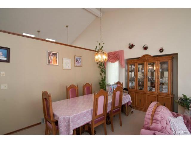 Photo 4: Photos: 3 Pekary Place in WINNIPEG: East Kildonan Single Family Detached for sale (North East Winnipeg)  : MLS®# 1412501