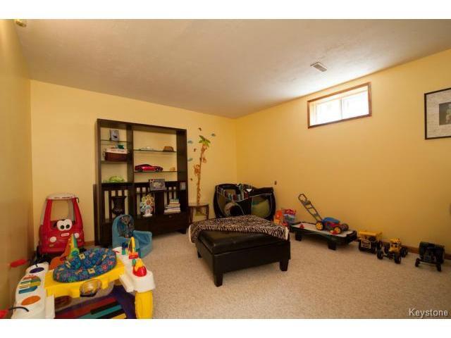 Photo 16: Photos: 3 Pekary Place in WINNIPEG: East Kildonan Single Family Detached for sale (North East Winnipeg)  : MLS®# 1412501