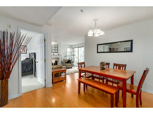 Main Photo: # 404 137 W 17TH ST in North Vancouver: Central Lonsdale Condo for sale : MLS®# V1138318