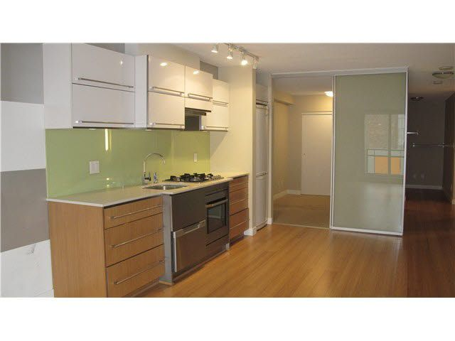 Main Photo: 305 718 MAIN STREET in : Mount Pleasant VE Condo for sale : MLS®# V1111532