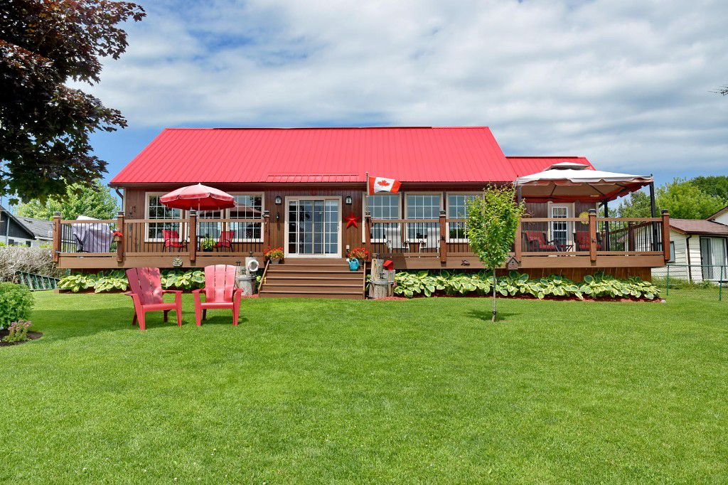 Main Photo: 193 McGuire Beach Road in Kawartha Lakes: Freehold for sale : MLS®# X3263582