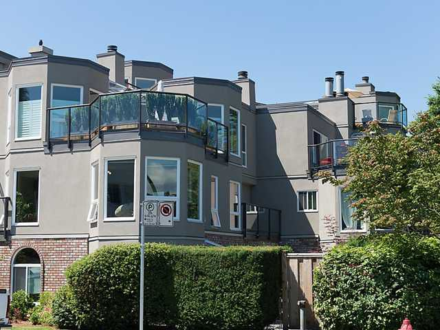 """Main Photo: 202 2110 CORNWALL Avenue in Vancouver: Kitsilano Condo for sale in """"SEAGATE VILLA"""" (Vancouver West)  : MLS®# V1016323"""
