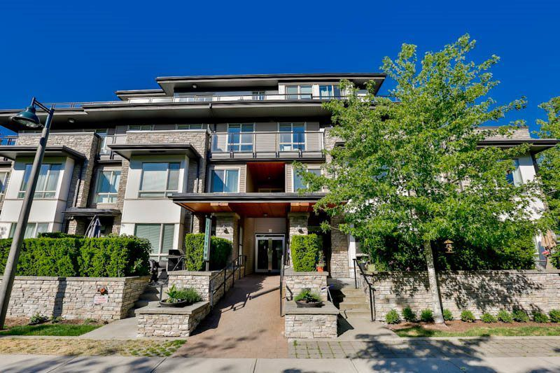 Main Photo: 102 7428 BYRNEPARK WALK in Burnaby: South Slope Townhouse for sale (Burnaby South)  : MLS®# R2086383