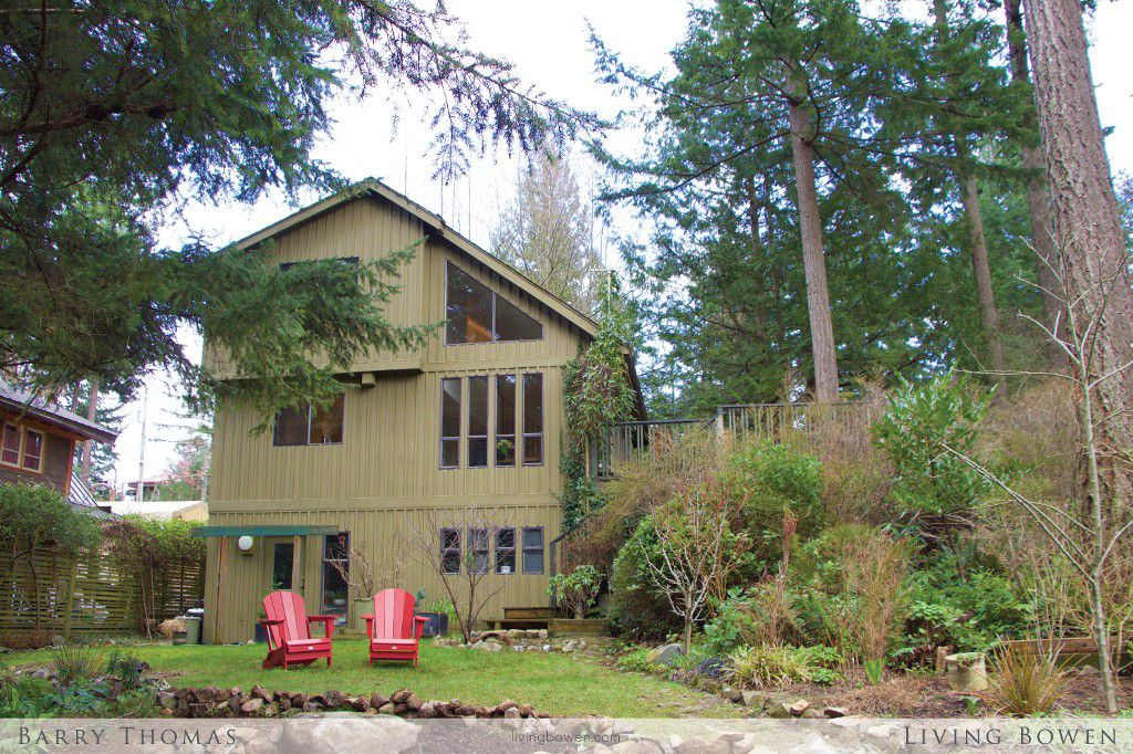 Main Photo: 1252 Eagles Nest Road in Bowen Island: Timber Groves House for sale : MLS®# R2040126