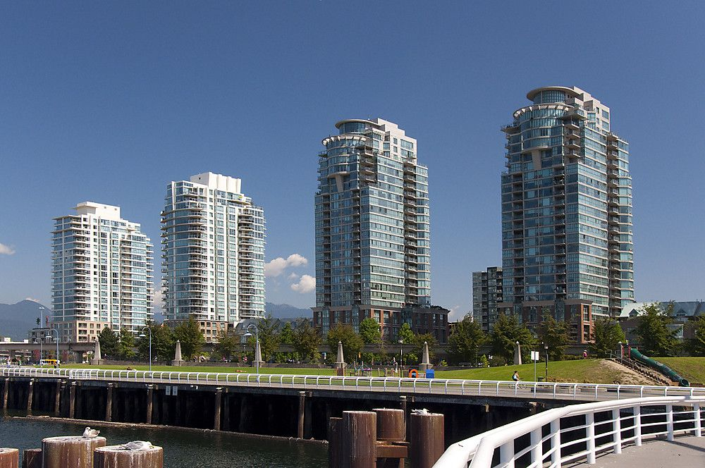 """Main Photo: 2201 1088 QUEBEC Street in Vancouver: Mount Pleasant VE Condo for sale in """"VICEROY"""" (Vancouver East)  : MLS®# V974339"""