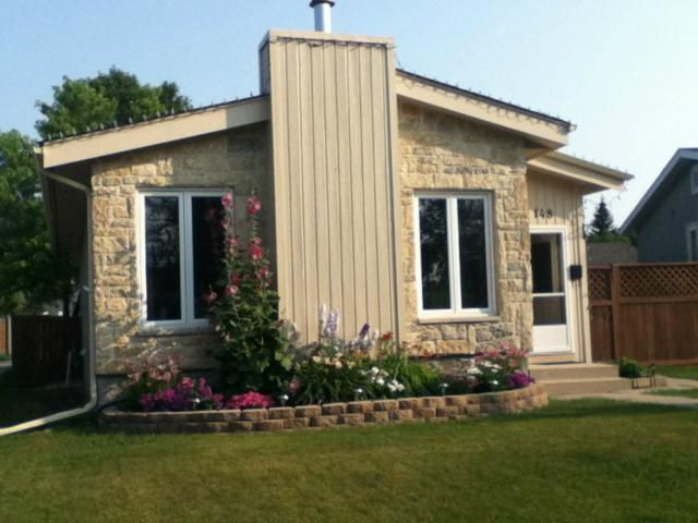 Main Photo: 148 Malmsbury Avenue in WINNIPEG: St Vital Residential for sale (South East Winnipeg)  : MLS®# 1307401