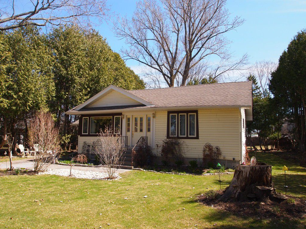Main Photo: B51 Parklawn Blvd in Beaverton: Freehold for sale : MLS®# N3182931