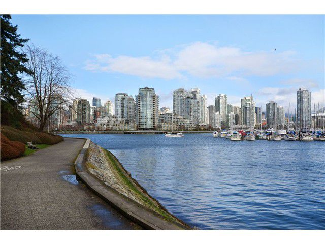 "Main Photo: 815 SAWCUT in Vancouver: False Creek Townhouse for sale in ""HEATHER POINT"" (Vancouver West)  : MLS®# V935873"