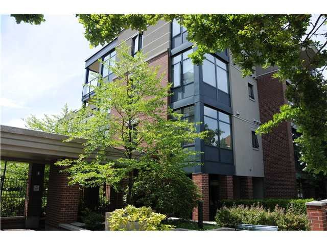 """Main Photo: 407 588 W 45TH Avenue in Vancouver: Oakridge VW Condo for sale in """"THE HEMMINGWAY"""" (Vancouver West)  : MLS®# V970203"""
