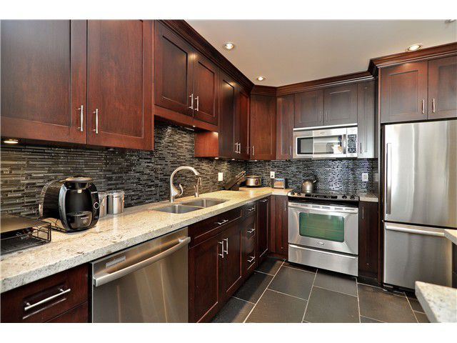 "Main Photo: 210 19131 FORD Road in Pitt Meadows: Central Meadows Condo for sale in ""WOODFORD MANOR"" : MLS®# V996523"