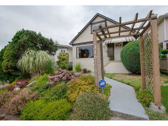 Main Photo: 316 W 22ND ST in North Vancouver: Central Lonsdale House for sale : MLS®# V1031010