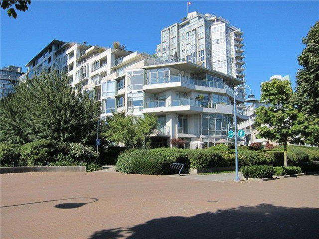 Main Photo: 702 1288 Marinaside Crescent in Vancouver: Yaletown Condo for sale (Vancouver West)  : MLS®# V969413